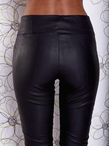 Czarne skórzane spodnie z zamszowymi wstawkami                                  zdj.                                  6