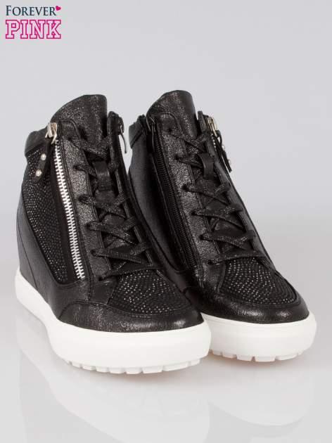 Czarne sneakersy damskie z kryształkami                                  zdj.                                  2