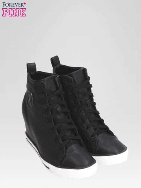 Czarne sneakersy damskie z siateczką                                  zdj.                                  6