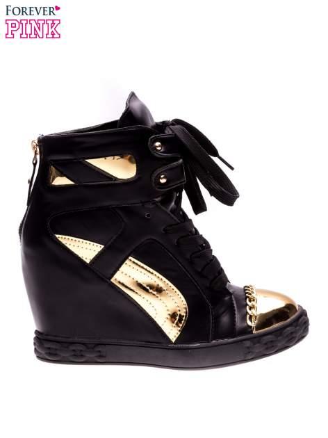 Czarne sneakersy ze złotą blaszką