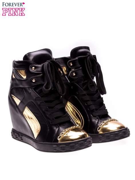 Czarne sneakersy ze złotą blaszką                                  zdj.                                  2