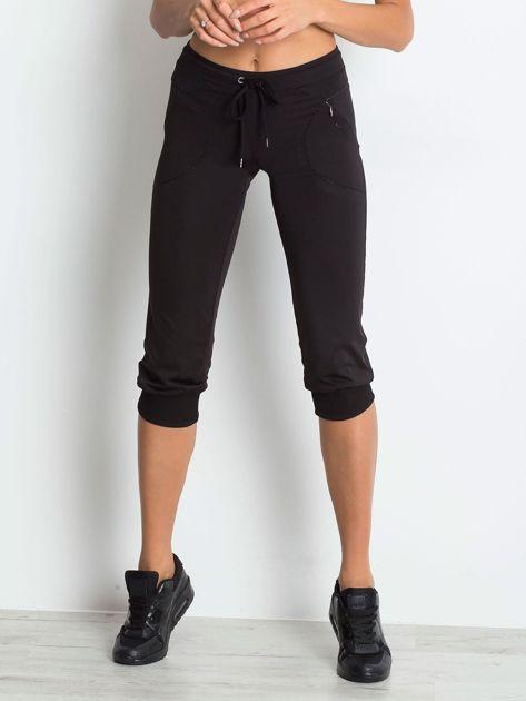 Czarne spodnie capri z kieszonką                               zdj.                              5