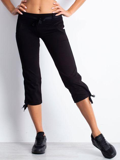 Czarne spodnie dresowe capri z troczkiem                                  zdj.                                  4