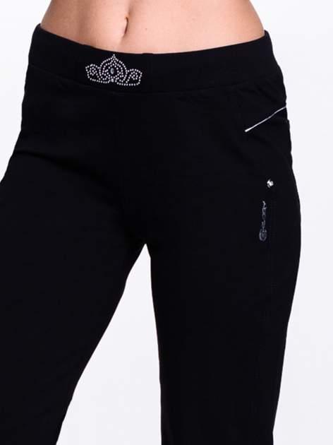 Czarne spodnie dresowe z aplikacją z dżetów PLUS SIZE                                  zdj.                                  5