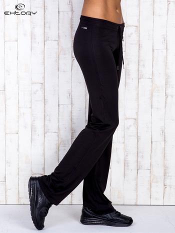 Czarne spodnie dresowe z kieszonką na suwak                                  zdj.                                  2