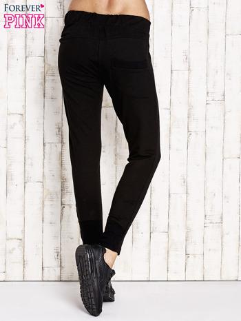 Czarne spodnie dresowe z suwakami                                  zdj.                                  3