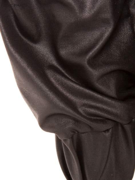 Czarne spodnie dresowe ze zwężanymi nogawkami z efektem połysku                                  zdj.                                  6