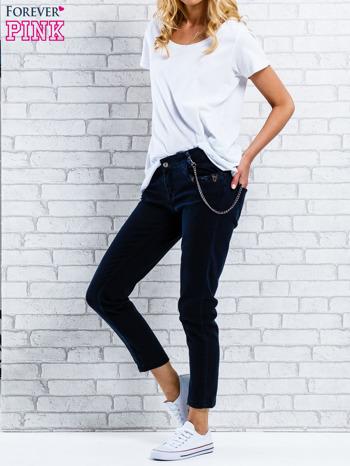 Czarne spodnie regular jeans z łańcuszkiem                                  zdj.                                  7