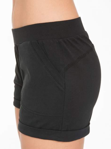 Czarne szorty dresowe z kieszeniami                                  zdj.                                  10