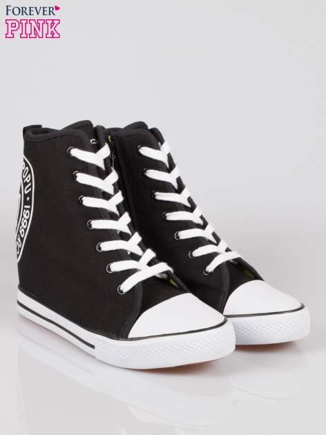 Czarne trampki na koturnie sneakersy z logo                                  zdj.                                  2