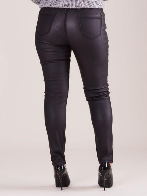 Czarne woskowane spodnie PLUS SIZE                              zdj.                              2