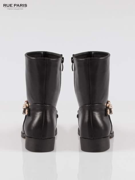 Czarne wysokie botki biker boots ze złotym łańcuchem                                  zdj.                                  3