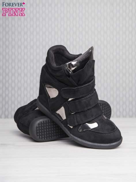 Czarne zamszowe sneakersy damskie na rzepy Verity z lustrzanymi wstawkami                                  zdj.                                  4