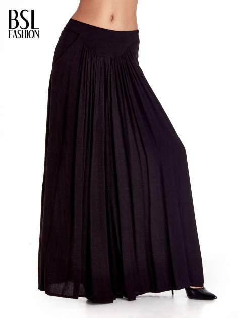 Czarne zwiewne spodnie typu culottes