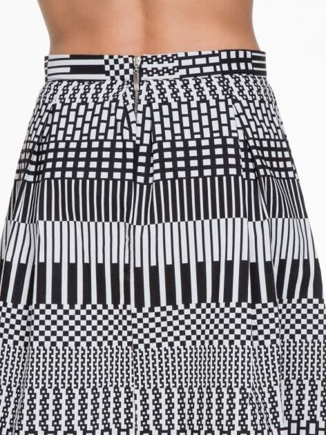 Czarno-biała spódnica midi w geometryczny wzór II                                  zdj.                                  5