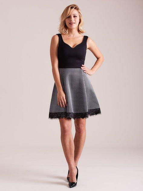 Czarno-biała sukienka z dołem w paski                                  zdj.                                  5