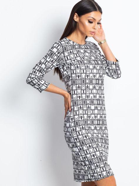Czarno-biała wzorzysta sukienka tuba                              zdj.                              3
