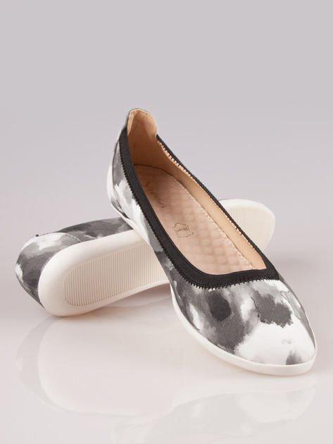 Czarno-białe kwiatowe baleriny na gumkę