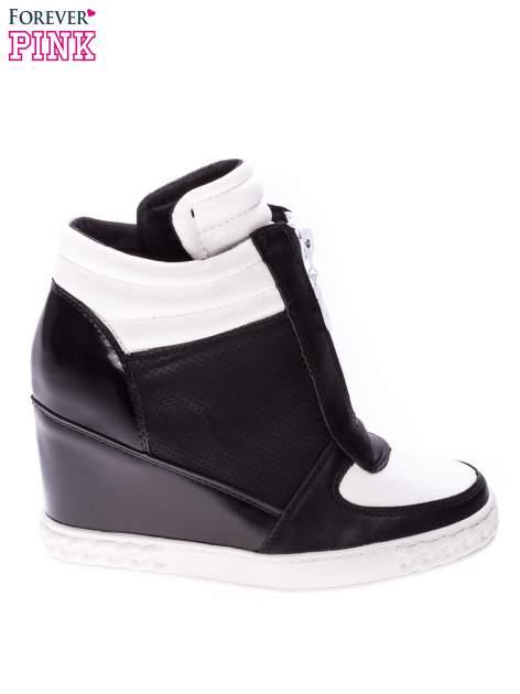 Czarno-białe sneakersy z ażurowym wzorem                                  zdj.                                  1