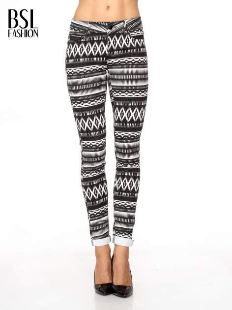 Czarno-białe spodnie rurki w azteckie wzory                                  zdj.                                  1