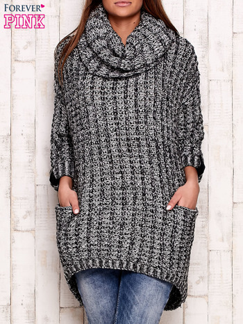 Czarno-biały melanżowy sweter z szerokim golfem i kieszeniami
