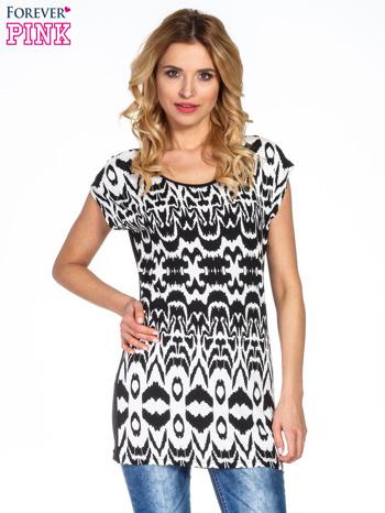 Czarno-biały t-shirt w geometryczne wzory