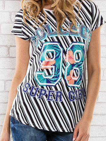 Czarno-biały t-shirt z napisem COLLEGE                                  zdj.                                  5
