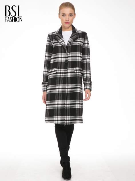 Czarno-biały wełniany płaszcz w kratę zapinany na jeden guzik                                  zdj.                                  4