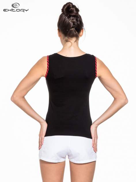 Czarno-czerwony top sportowy z lamówką w stylu marynarskim                                  zdj.                                  2