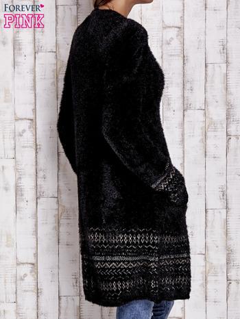 Czarny długi włochaty sweter z kolorową nitką                                  zdj.                                  4