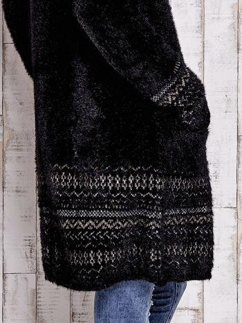 Czarny długi włochaty sweter z kolorową nitką                                  zdj.                                  7
