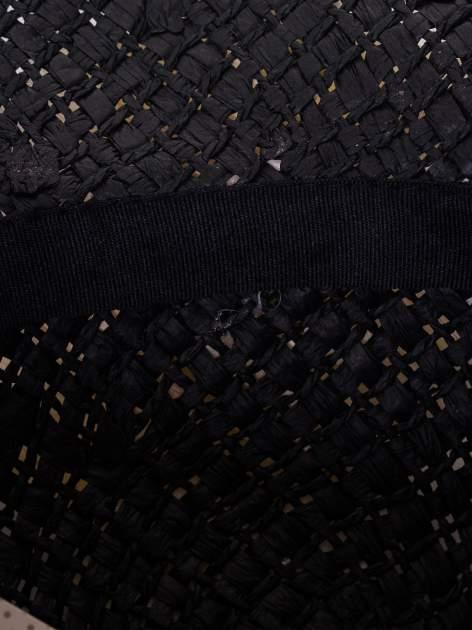 Czarny kapelusz słomiany z dużym rondem i dużym kwiatem                                  zdj.                                  8