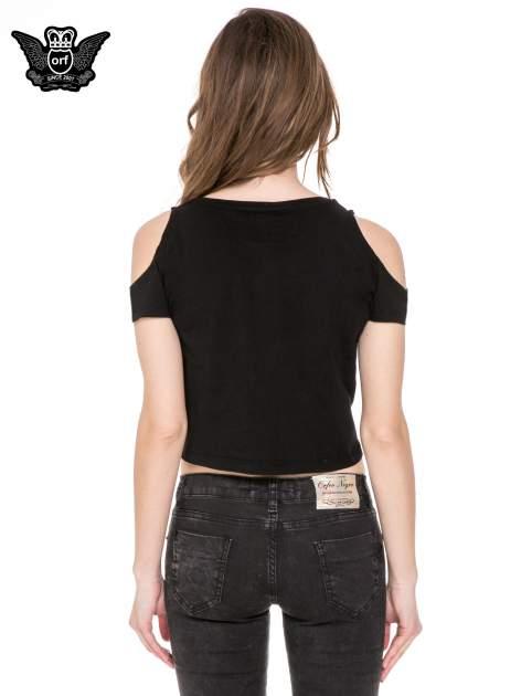 Czarny krótki t-shirt ze słotym nadrukiem TOUT SIMPLEMENT BELLE i rękawami cut out                                  zdj.                                  4