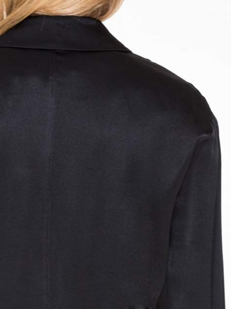 Czarny lejący żakiet z tkaniny z efektem połysku                                  zdj.                                  8