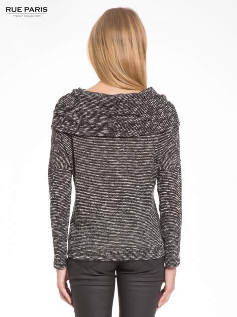 Czarny melanżowy sweter z ozdobnym kołnierzogolfem                                  zdj.                                  4