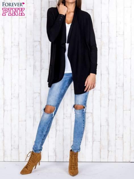 Czarny otwarty sweter z kieszeniami i guzikami na mankietach                                  zdj.                                  2