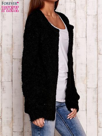 Czarny otwarty włochaty sweter                                   zdj.                                  3