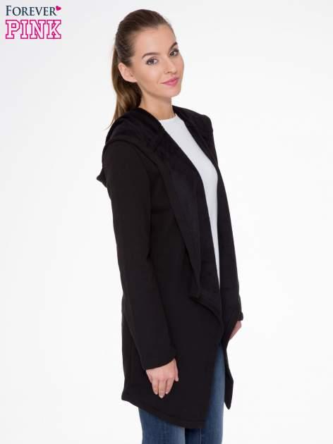 Czarny płaszcz dresowy z asymetrycznymi bokami                                  zdj.                                  3