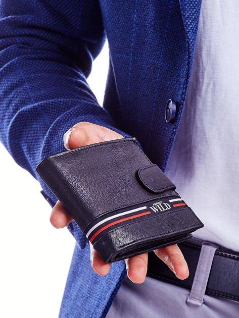 Czarny portfel dla mężczyzny z materiałowym modułem                              zdj.                              1