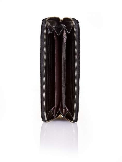 Czarny portfel kopertówka z motywem skóry krokodyla                                  zdj.                                  3