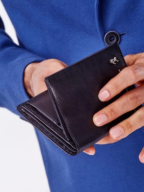 Czarny portfel męski z przeszyciem