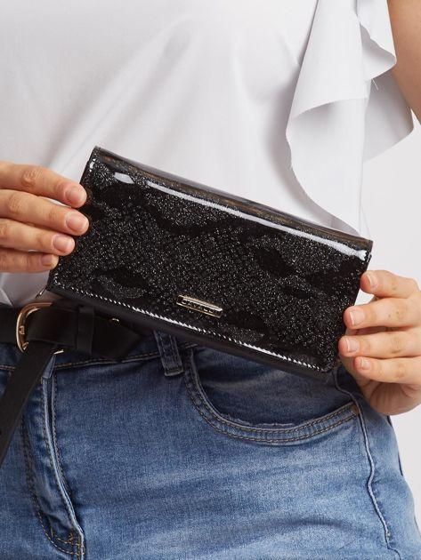 Czarny portfel z motywem zwierzęcym