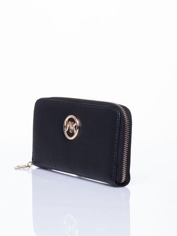 Czarny portfel ze złotym logo i uchwytem                                  zdj.                                  2