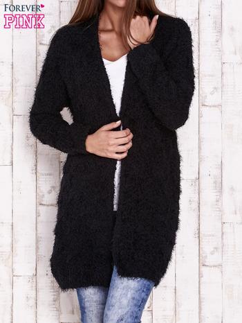 Czarny puchaty sweter z otwartym dekoltem                                  zdj.                                  1