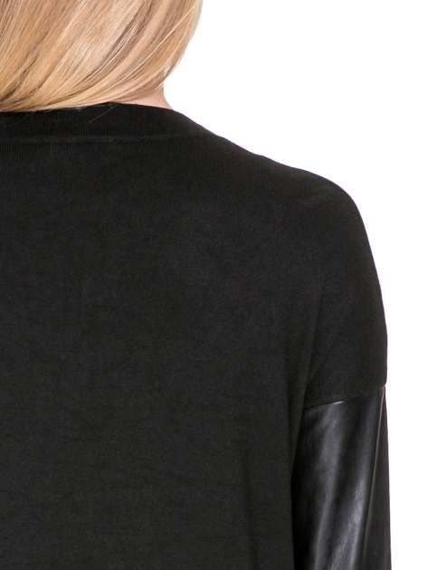 Czarny sweter kardigan ze skórzanym rękawami 3/4                                  zdj.                                  6