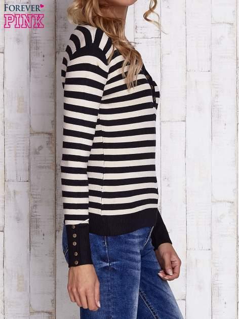 Czarny sweter w paski z guzikami przy dekolcie i na rękawach                                  zdj.                                  3