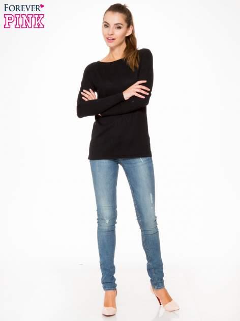 Czarny sweter z dłuższym tyłem i rozporkami po bokach                                  zdj.                                  2