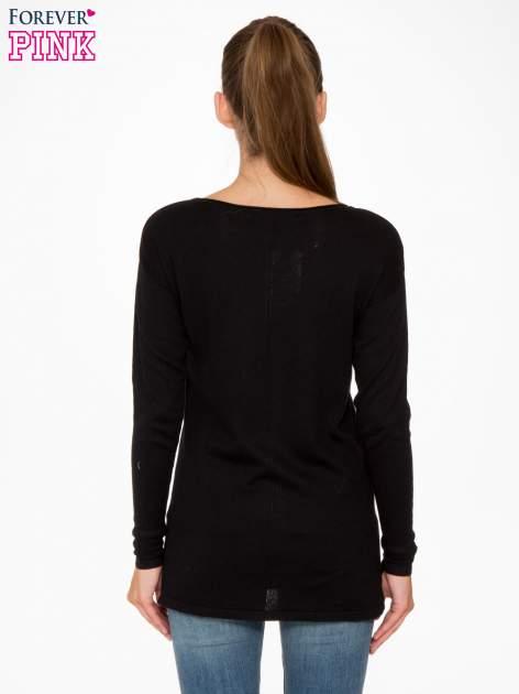 Czarny sweter z dłuższym tyłem i rozporkami po bokach                                  zdj.                                  4