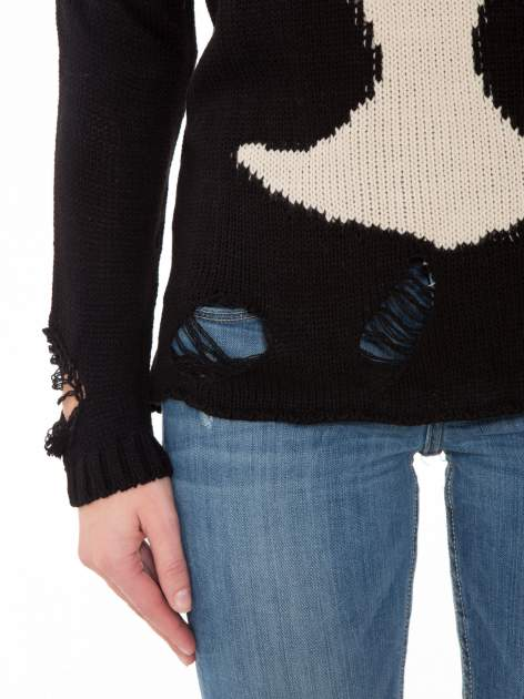 Czarny sweter z jelonkiem i efektem destroyed                                  zdj.                                  7