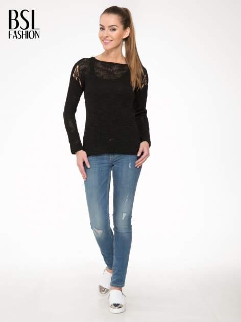 Czarny sweter z oczkami przy ramionach                                  zdj.                                  2